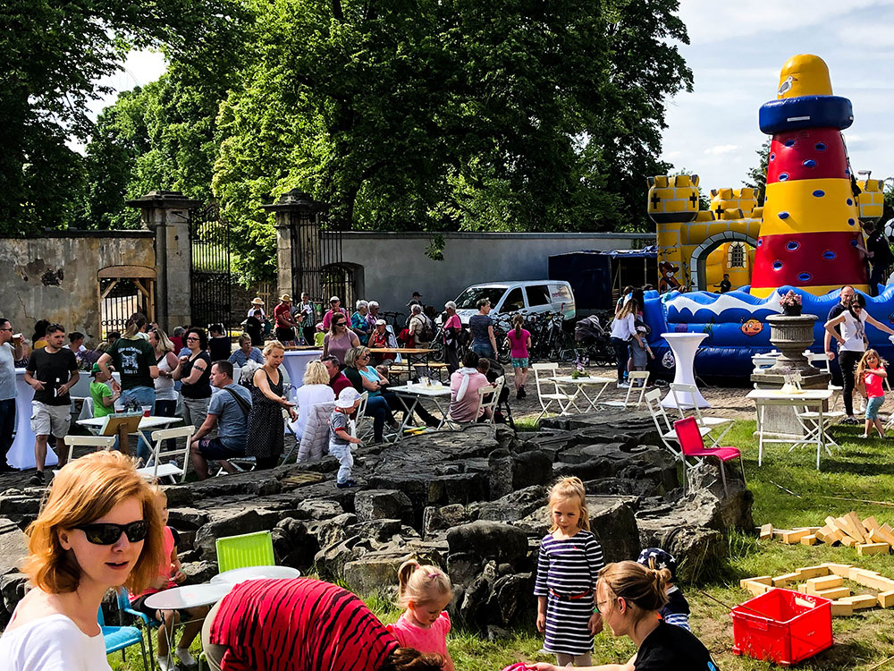 eventtalent huepfburg kinderfest location catering outdoor